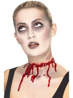 Véres Latex Nyakvágás